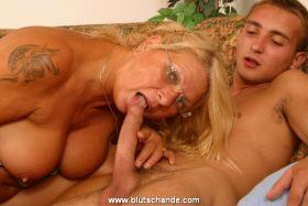 Mütter Söhne Sex pics Schlampige Blowjob-Vids